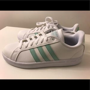 Adidas women's advantage stripe sneaker